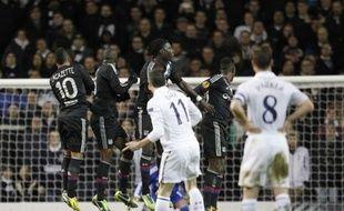 Un doublé de Gareth Bale sur coup franc a permis à Tottenham de battre Lyon (2-1) jeudi à White Hart Lane en 16e de finale aller de l'Europa League, malgré un but venu d'ailleurs de Samuel Umtiti, le jeune défenseur lyonnais.