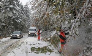 Quelque 9.500 foyers étaient toujours privés d'électricité, deux jours après les fortes chutes de neige qui ont touché de nombreux départements.