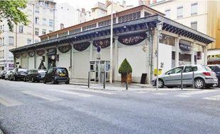 La halle de la Martinière, premier marché couvert construit en 1838, a été peu à peu désertée par les commerces.