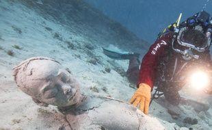 Les « Néréides », de  l'artiste Evelyne Galinski se prépare à rejoindre le musée subaquatique de Marseille.