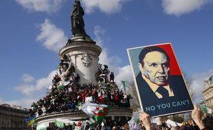 Des Algériens et Français d'origine algérienne ont   avril manifesté à   Paris le 7 avril 2019 «contre le système» Bouteflika.