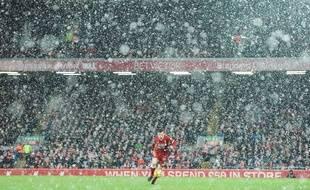 Le stade d'Anfield à Liverpool sous la neige