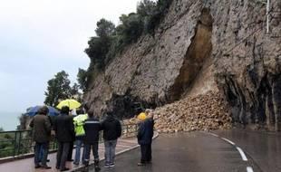 Deux départements du Sud-Est, les Bouches-du-Rhône et le Var, restaient dimanche matin en alerte orange pour pluies et inondations, avec notamment un épisode orageux violent dans le secteur de La Londe-les-Maures (Var), tandis que les précipitations moins abondantes sur les Alpes-Maritimes permettaient de lever le niveau de vigilance dans ce département.