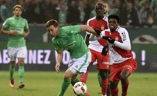Robert Beric n'a pu participer que cinq fois à plus d'une mi-temps cette saison en Ligue 1, comme ici le 29 octobre face à l'AS Monaco de Jemerson (1-1).