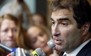 """Le chef de file des députés UMP Christian Jacob a estimé lundi que les deux ministres EELV devraient démissionner du gouvernement après le """"non"""" des instances de leur parti au traité budgétaire européen."""
