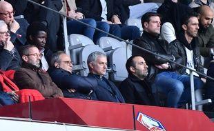 José Mourinho dans les tribunes du stade Pierre-Mauroy.
