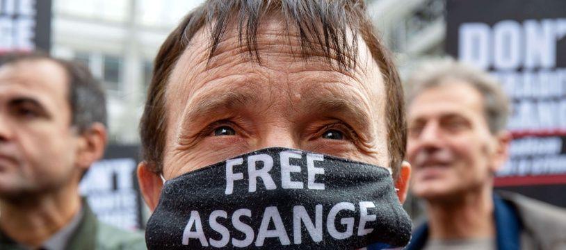 Des manifestants contre l'extradition aux Etats-Unis de Julian Assange, à Londres le 23 octobre 2021.