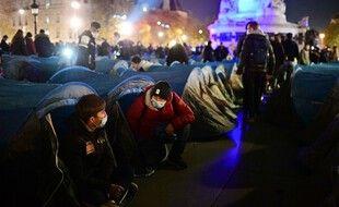 Une opération d'évacuation d'un camp de migrants en novembre 2020 à Paris.