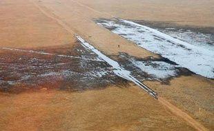 Une fuite de 4.000 m3 de pétrole brut s'est échappée d'un oléoduc, le 7 août 2009 à Saint-Martin-de-Crau (Bouches-du-Rhône).