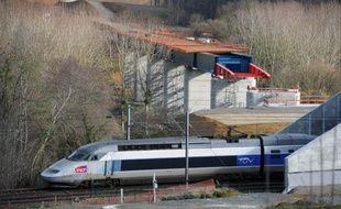 """Le réseau de lignes ferroviaires à grande vitesse en France est trop vaste et """"peu cohérent"""", avec une rentabilité en baisse et un coût """"devenu non soutenable"""", estime la Cour des comptes"""