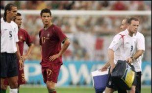 Les commentateurs anglais ont reproché au Portugais d'avoir rendu la situation plus tendue en accourant auprès de l'arbitre. Cristiano Ronaldo, dont une camera semble avoir capté un sourire à son banc après l'exclusion de Rooney, s'en est défendu.
