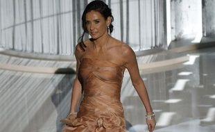 Demi Moore arrive sur la scène du Kodak Theater à Hollywood lors de la 82e cérémonie des Oscars, le 7 mars 2010.