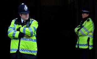 Deux policiers de Londres, le 30 mai 2013.