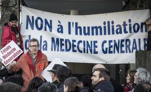 Des médecins manifestent à Lyon contre la loi santé, le 23 décembre 2014