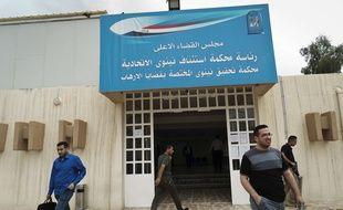 L'entrée d'un tribunal chargé de juger les affaires terroristes à Tel Keif en Irak.