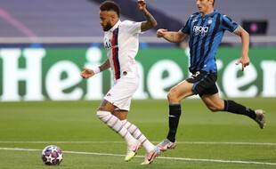 Neymar a loupé la première grosse occasion pour Paris.