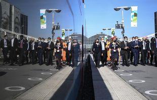 Le président Emmanuel Macron à la gare de Lyon, le 17 septembre 2021 à Paris, lors d'une cérémonie marquant le 40e anniversaire du TGV français.