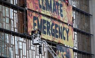 Des activistes de Greenpeace ont été évacués après qu'ils ont installé une banderole sur le Conseil européen jeudi 12 décembre 2019.