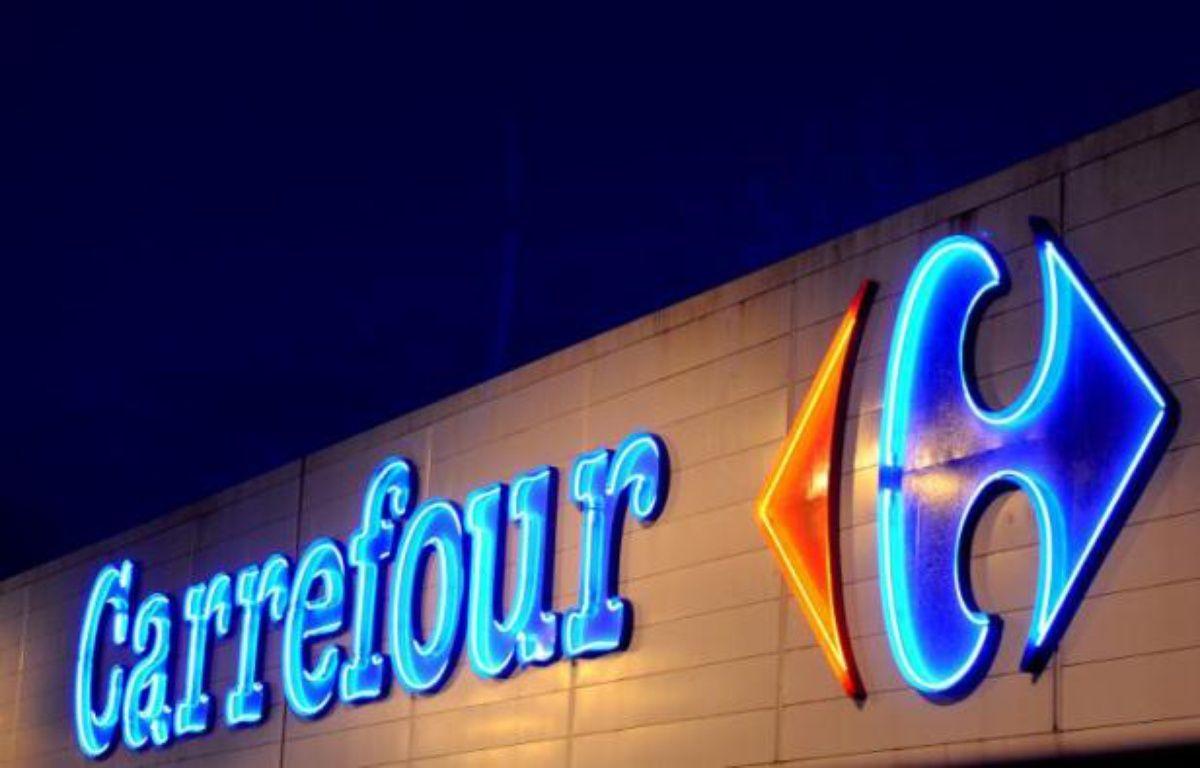 Deux syndicats du commerce ont annoncé mardi avoir assigné pour la première fois un hypermarché pour non respect de la législation sur le travail de nuit, la procédure visant un Carrefour de Seine-et-Marne et une audience étant prévue le 17 janvier. – Fred Tanneau AFP