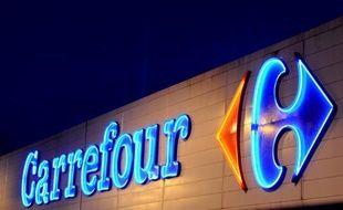 Deux syndicats du commerce ont annoncé mardi avoir assigné pour la première fois un hypermarché pour non respect de la législation sur le travail de nuit, la procédure visant un Carrefour de Seine-et-Marne et une audience étant prévue le 17 janvier.