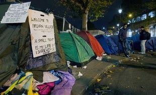 Près du camp de migrants légal, plusieurs centaines de personnes ont planté des tentes (Illustration) / AFP PHOTO / JOEL SAGET / AFP PHOTO / JOEL SAGET