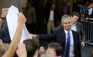 Le député UMPLaurent Wauquiez, le 8 juillet 2013, devant le siège parisien du parti, où Nicolas Sarkozy s'est exprimé.