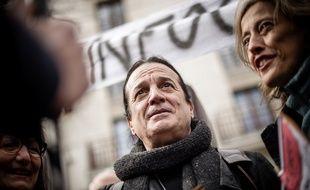 Un journaliste de «Quotidien» porte plainte contre Francis Lalanne pour des coups (Archives)