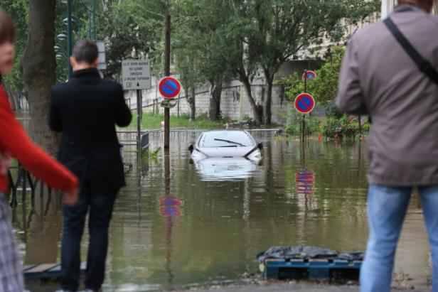 inondations les dommages valu s entre 900 millions et 1 4 milliard. Black Bedroom Furniture Sets. Home Design Ideas