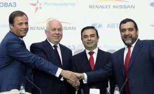 L'alliance Renault-Nissan a concrétisé mercredi à Moscou sa prise de contrôle du russe Avtovaz, le fabricant de la célèbre Lada, avec l'ambition d'atteindre pour les trois marques 40% du marché automobile russe d'ici à 2016.