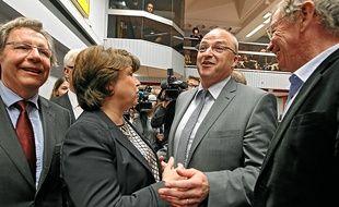 Le centriste Damien Castelain (2e en partant de la droite) succède à la maire socialiste de Lille, Martine Aubry.