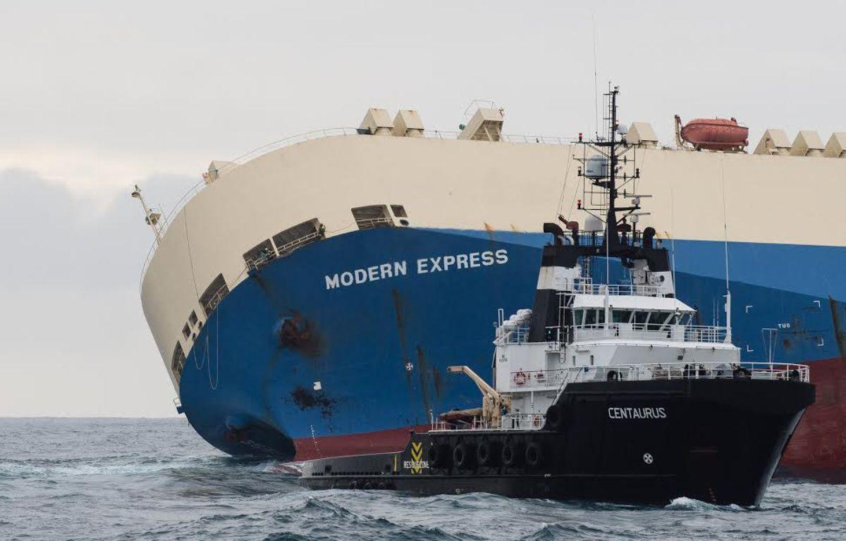 Le remorqueur espagnol Centaurus a été connecté au cargo en dérive depuis 7 jours.  – Préfecture maritime de l'Atlantique.