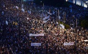 Des milliers de manifestants anti-austérité défilent le 29 juin 2015 à Athènes