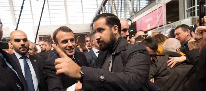 Emmanuel Macron et Alexandre Benalla au Salon de l'agriculture le 24/03/2018. Credit:Witt/SIPA/1807190851