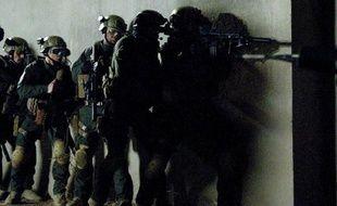 Tout est une question de calendrier dans le show business, mais John Stockwell, le réalisateur du premier film sur l'opération commando qui a tué Oussama Ben Laden estime qu'il est peu probable que la première, diffusée à la télévision dimanche, change la donne de l'élection présidentielle américaine.