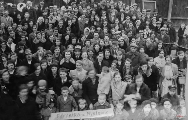 Photo du départ d'émigrés polonais de Myslowice, à une date non précisée.
