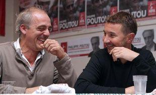 Philippe Poutou et Olivier Besancenot, le 24 novembre 2011, lors d'un meeting commun à Saint-Denis.
