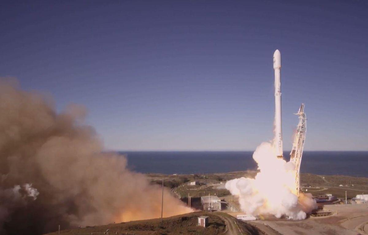 Décollage réussi pour la fusée Flacon 9 de SpaceX, samedi 14 janvier 2017 en Californie. – HO / SPACEX / AFP