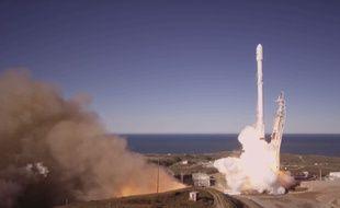 Décollage réussi pour la fusée Flacon 9 de SpaceX, samedi 14 janvier 2017 en Californie.