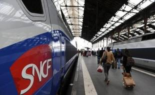 Neuf trains de voyageurs sur dix (90%) ayant circulé au premier semestre 2011 sont arrivés à l'heure, c'est-à-dire en-deçà de cinq minutes de retard sur l'horaire prévu, selon le premier Observatoire de la régularité des trains de Réseau ferré de France (RFF), publié jeudi.