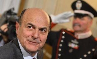 Le président italien Giorgio Napolitano devait donner mandat vendredi à une personnalité, vraisemblablement le leader de la gauche Pier Luigi Bersani, pour tenter de former un nouveau gouvernement et sortir de l'impasse politique créée par l'absence de majorité stable au parlement.