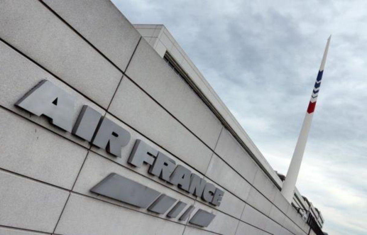 Le puissant syndicat de pilotes d'Air France SNPL a validé jeudi le projet d'accord réorganisant leur travail et leurs rémunérations, un avis qui facilitera en partie l'application du plan de restructuration mené par la direction après le refus des hôtesses/stewards. – Jacques Demarthon afp.com