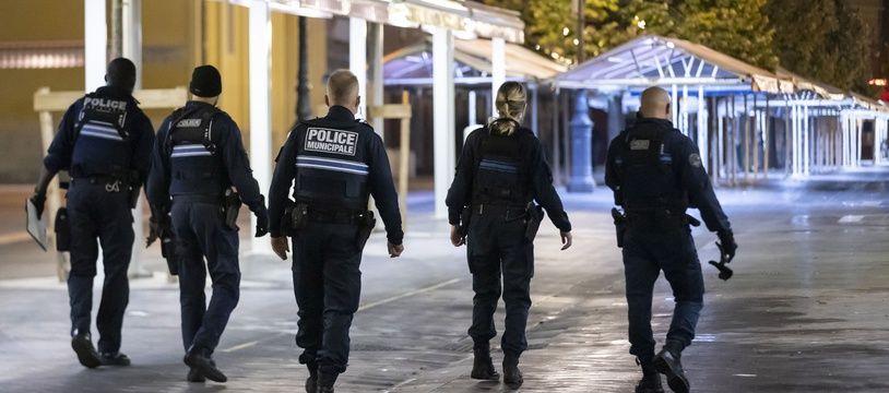 Des policiers à Nice le 24 octobre 2020.