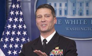 Le médecin de la Maison Blanche, Ronny Jackson, a été nommé ministre des Anciens Combattants par Donald Trump, mercredi 28 mars.