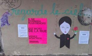 Le collectif «Les Morts de la rue» a organisé une campagne d'affichage (ici, à Paris) pour rendre hommage aux personnes mortes dans la rue. Juin 2012.