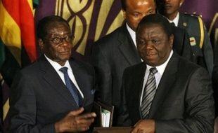 Le principal parti d'opposition zimbabwéen a accepté vendredi d'entrer à la mi-février dans un gouvernement d'union avec le président Robert Mugabe, un pas important vers une éventuelle sortie de crise après près d'un an de blocage politique.