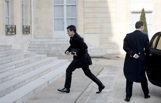Le Premier ministre français Manuel Valls arrive à l'Elysée pour rencontrer le Président de la République après plusieurs explosion à Bruxelles, le 22 mars 2016.