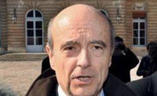 """Le maire UMP de Bordeaux et ex-Premier ministre Alain Juppé, destinataire lundi d'une lettre de menaces de mort accompagnée d'une balle de 9 mm, s'est déclaré mardi """"tout à fait serein""""."""