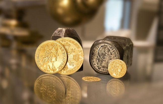 La frappe de la monnaie au balancier à la Monnaie de Paris.