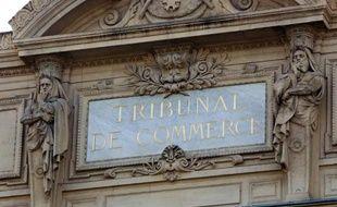une grande partie des tribunaux de commerce étaient en grève le 11 mai 2015 pour protester Loi Macron qui prévoit de confier à des tribunaux spécialisés les contentieux concernant les plus grandes entreprises