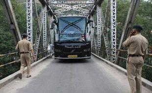 La police indienne a annoncé jeudi avoir arrêté trois camionneurs népalais après le viol collectif d'une touriste américaine, une nouvelle affaire dans un pays où la question de la protection des femmes est sous les feux de l'actualité depuis le viol en réunion d'une étudiante en décembre.